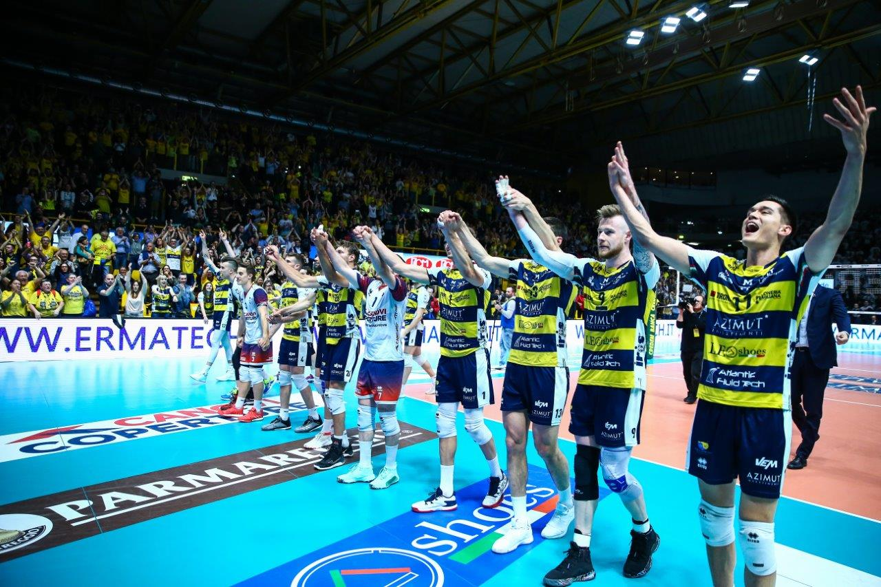 Modena Volley-Sir Safety Perugia 3-2, l'ultimo punto e la festa gialloblù