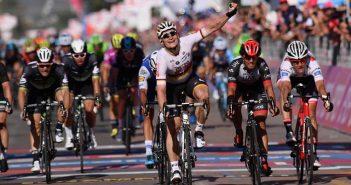 Giro d'Italia, 2ª tappa: tappa e Maglia Rosa ad André Greipel