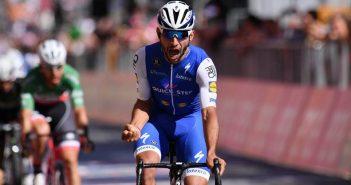 Giro d'Italia, 3ª tappa: vince Fernando Gaviria, come un lampo sul traguardo di Cagliari