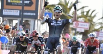 Giro d'Italia, 1ª tappa: sorpresa a Olbia, la prima Maglia Rosa va a Pöstlberger