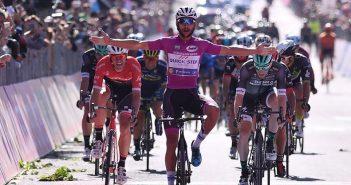 Giro d'Italia, 13ª tappa: in volata non c'è scampo, vince sempre Gaviria!