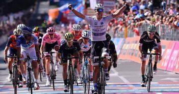 Giro d'Italia, 15ª tappa: Jungels imita Gaviria e vince a Bergamo