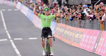 Giro d'Italia, 17ª tappa: in solitaria, Rolland vince a Canazei