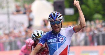 Giro d'Italia, 20ª tappa: Pinot brinda ad Asiago, il vincitore si decide domani