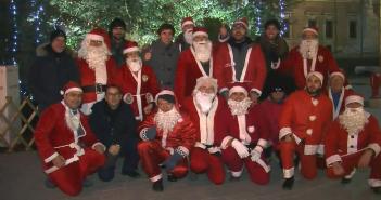 VIDEO - Club Motori di Modena: allestita mostra d'auto d'epoca e Babbi Natale in giro per il centro
