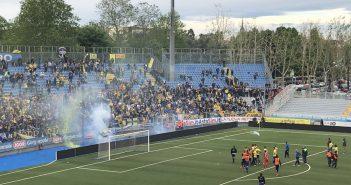 """Modena Fc, contestazione dei tifosi gialloblù dopo la sconfitta con la Pergolettese: """"Meritiamo di più"""""""