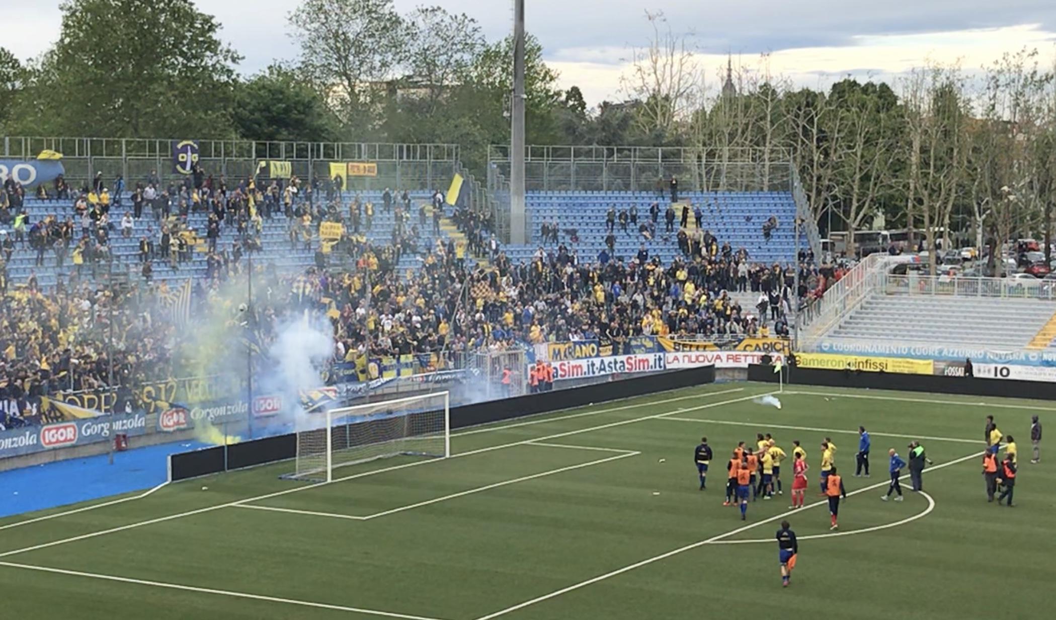 Modena Fc, la contestazione dei tifosi gialloblù dopo la sconfitta con la Pergolettese