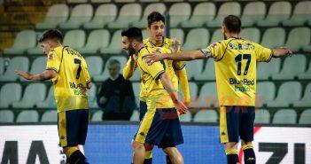 Modena FC - Gazzetta di Modena - I gialli si rialzano e calano il tris